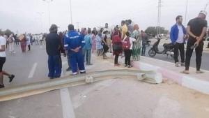 قرقور-صفاقس: غلق الطريق الوطنية لليوم الثاني للمطالبة بفتح المدرسة الإعدادية الجديدة