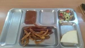 تحصّل على ''وجبة غذاء مهينة'' ... مدير مركز التكوين بجبنيانة يعتذر للتلميذ