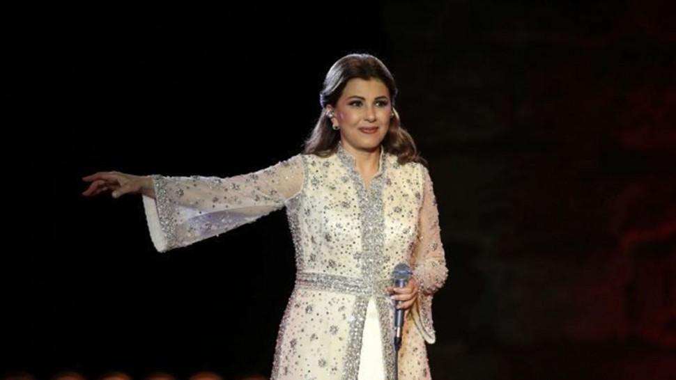 ماجدة الرومي تتعرّض للاغماء على المسرح خلال افتتاح مهرجان جرش