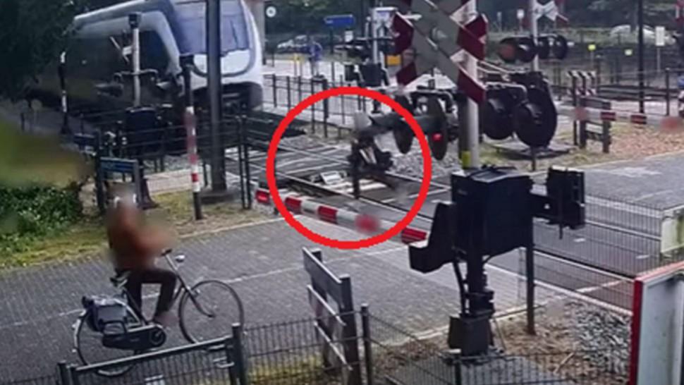 فتاة تنجو بأعجوبة من حادث دهس قطار سريع..! (فيديو)