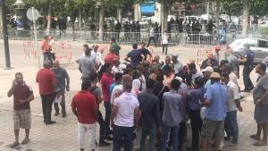 وقفة احتجاجية لمناصري قيس سعيد أمام المسرح البلدي