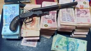 سوسة : الديوانة تحجز 150 ألف دينار من العملة المهربة ومسدس