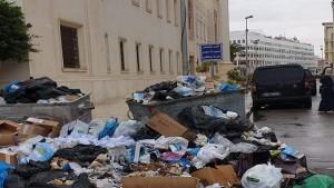 صورة اليوم:فضلات مكدسة بجانب بلدية صفاقس الكبرى