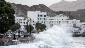 """إعصار """"شاهين"""" يودي بحياة 9 أشخاص في سلطنة عمان وإيران"""