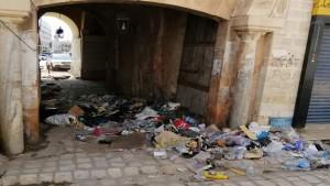 صورة اليوم:تكدس الفضلات في مدخل باب الديوان بصفاقس