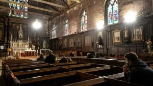 أكثر من 216 ألف طفل ضحايا انتهاكات جنسية ارتكبها رجال دين كاثوليك في فرنسا