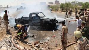 اليمن : قتلى وجرحى في انفجار سيارة مفخخة استهدفت موكب مسؤولين