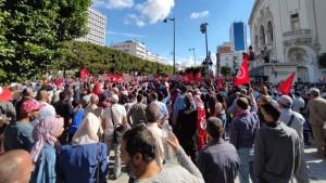 وكالة تونس افريقيا للأنباء : عدد المحتجين في المسيرة المناهضة لقرارات الرئيس تجاوز 3500
