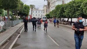 المحتجون المشاركون في المسيرة المناهضة لإجراءات 25 جويلية يشرعون في المغادرة