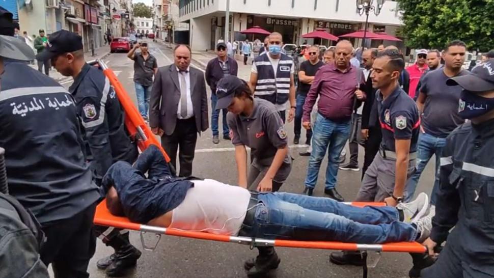 الاعتداء على الطاقم الصحفي بالتلفزة التونسية بالحجارة (فيديو)