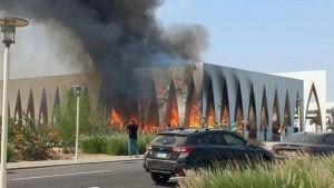 قبل يوم من إنطلاقه: اندلاع حريق ضخم بقاعة افتتاح مهرجان الجونة السينمائي