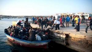 جيش البحر ينقذ 123 مهاجرا سرّيا من بينهم 17 امرأة