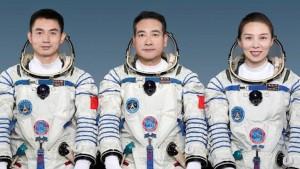 رواد فضاء صينيون يصلون إلى محطة الفضاء الصينية في مهمّة تستغرق 6 أشهر