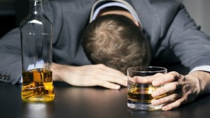 """روسيا: وفاة 18 شخصا جرّاء التسمّم بـ""""كحول مغشوش"""""""