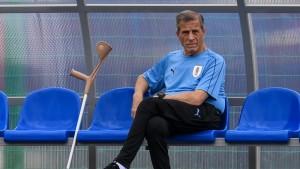 تاباريز يواصل تدريب منتخب الأوروغواي للموسم 15 على التوالي