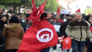 خبراء ومختصون: حرمان  التونسي من حقوقه الأساسية جعلته ينقم على الحكومة ويؤذي وطنه